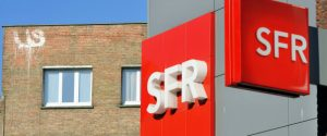 Logos of French mobile network operator and internet service provider SFR taken on April 1, 2014 in Dunkirk (Dunkerque). AFP PHOTO PHILIPPE HUGUEN / AFP PHOTO / PHILIPPE HUGUEN